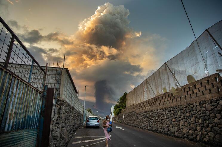 O cone principal do vulcão Cumbre Vieja colapsou, confirmaram, este sábado, as autoridades