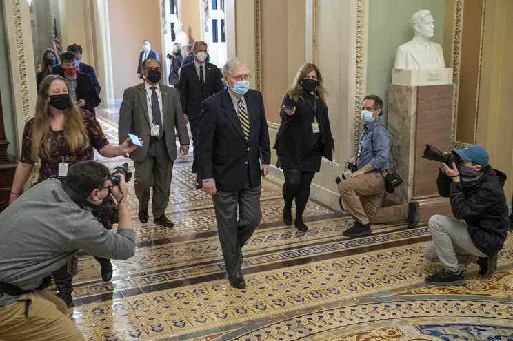 O líder da minoria no Senado, Mitch McConnell, à chegada ao Capitólio