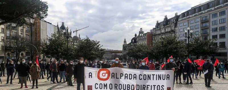 Trabalhadores da Petrogal manifestaram-se nesta quinta-feira junto à Câmara do Porto