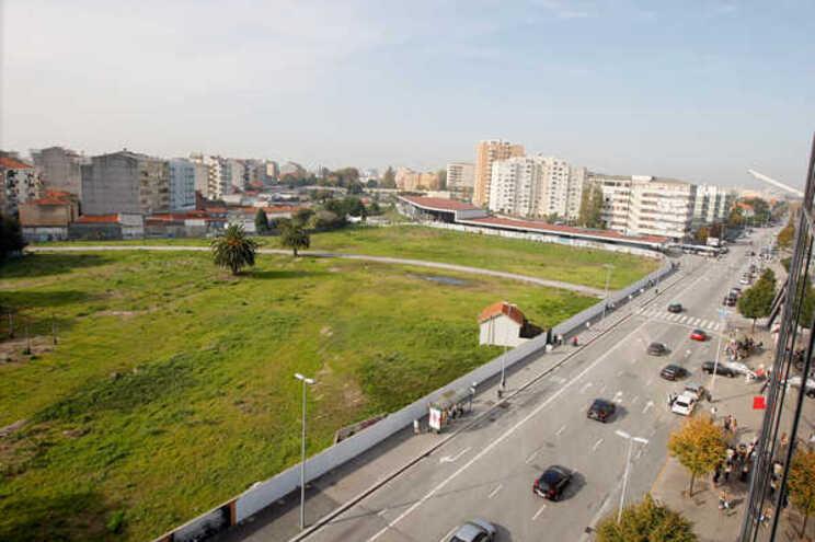 Contrato celebrado entre o grupo espanhol e a Infraestruturas de Portugal dura há 21 anos