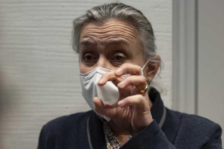A pneumologista francesa Irene Frachon falou aos media depois da sentença