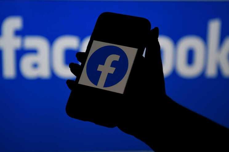 A investigação irá avaliar se o Facebook liga o seu serviço de anúncios classificados online à sua rede