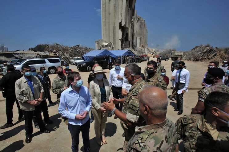 David Hale durante uma visita ao porto na capital libanesa,