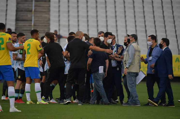FIFA abre inquérito ao sucedido no Brasil-Argentina de domingo