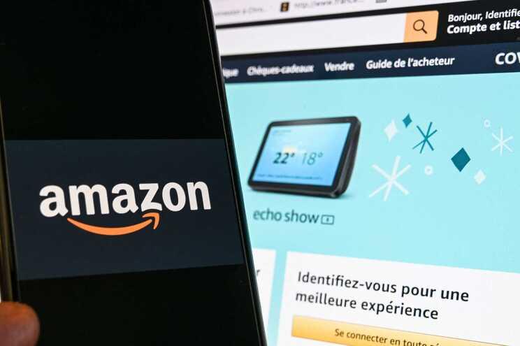 A Amazon culpa as redes sociais, acusando-as de demorarem a agir em relação às avaliações falsas