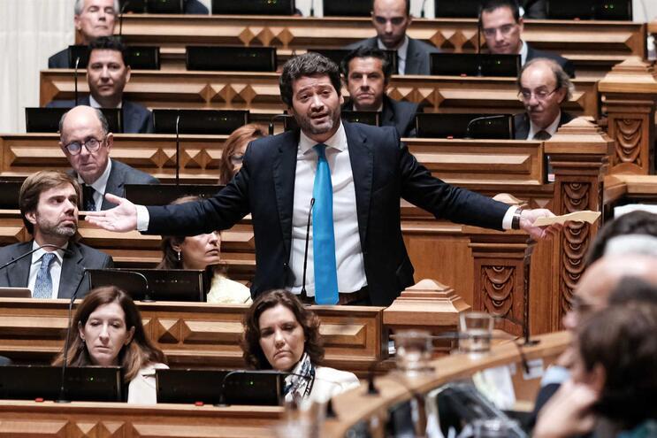 André Ventura leva Sócrates para o debate