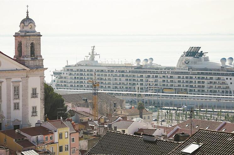 Entrada em Portugal por via marítima está proibida desde ontem. Só passageiros portugueses podem desembarcar