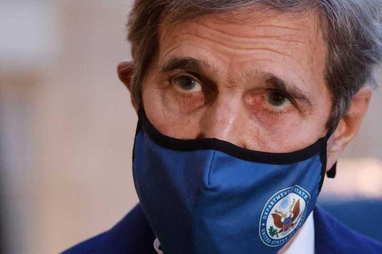 Enviado dos EUA, John Kerry