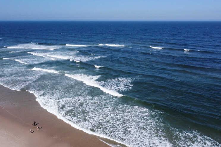 Água fria no Algarve: a culpa é da falta de levante