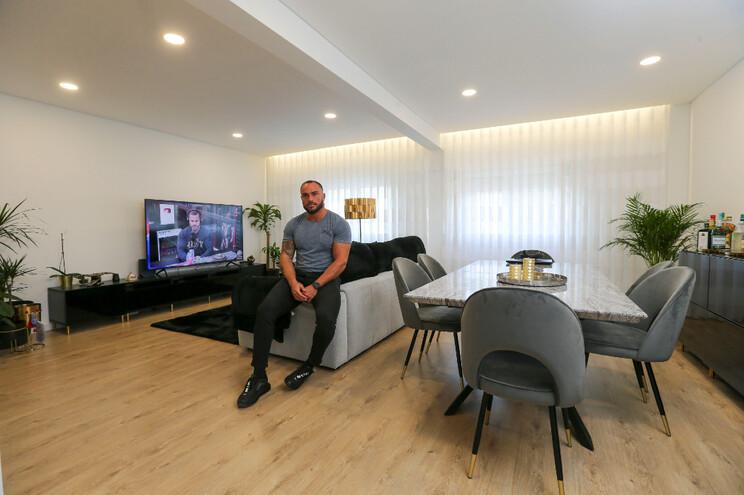 """Cristiano Alba viu na pandemia a """"altura ideal"""" para cumprir o sonho antigo de remodelar a sua casa"""