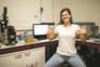 Portuguesa criou t-shirt que ajuda a lidar com menopausa