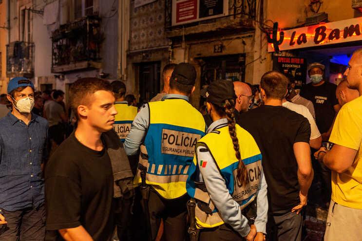 PSP deteve, no Bairro Alto, dois homens que foram vistos a assaltar duas pessoas