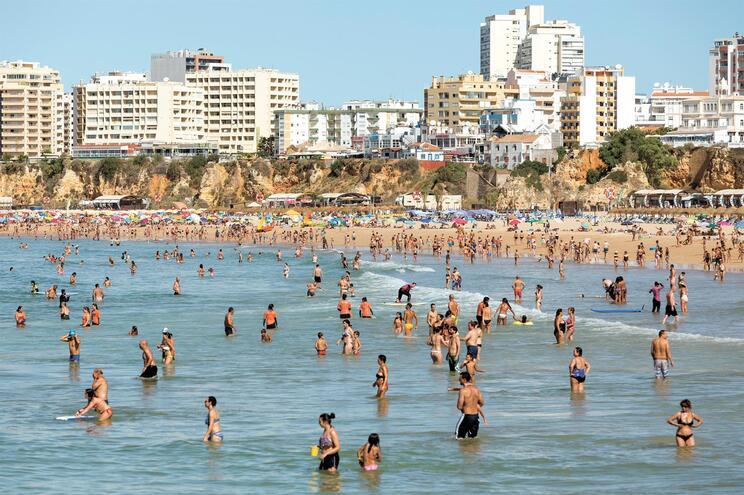 Mar no Algarve vai ficar ainda mais quente que o ar da zona Norte