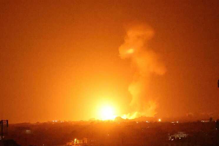 Israel bombardeou Gaza em retalização
