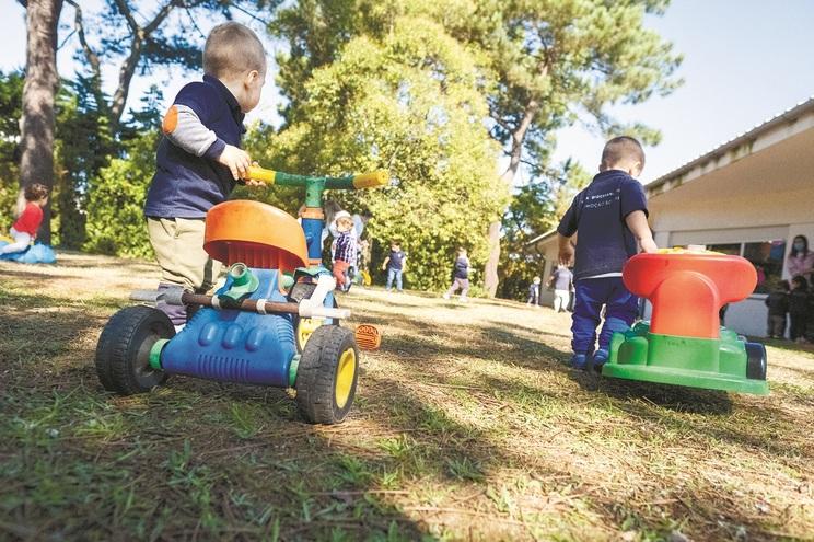 Peritos admitem regresso dos mais novos às escolas na segunda-feira
