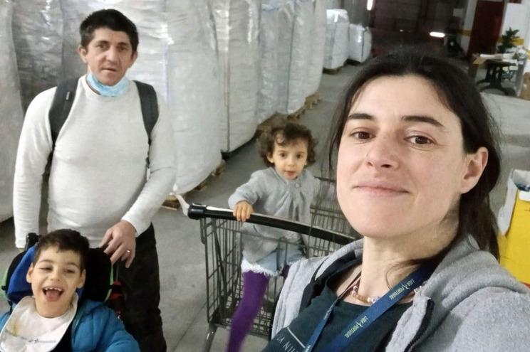 Pais de menino com paralisia precisam de novo espaço para guardar tampinhas que pagam terapias