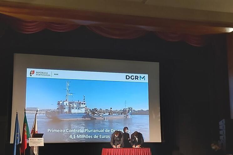 Contrato prevê dragagens em quatro portos de pesca do Norte