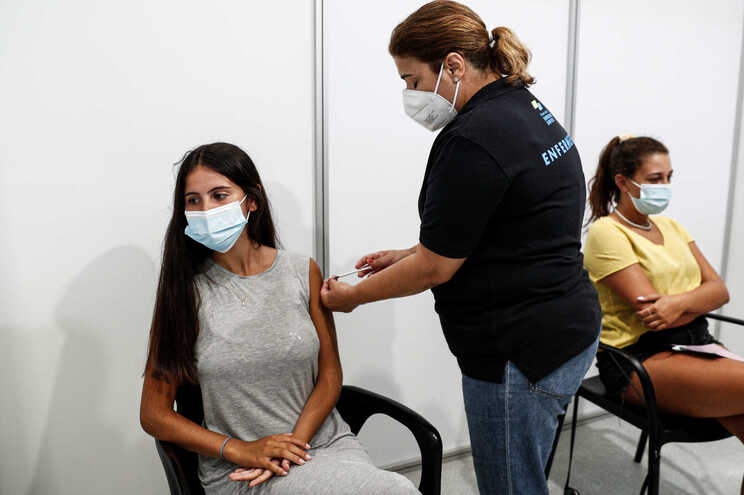 80% da população portuguesa, o equivalente a mais de 8,2 milhões de pessoas, já concluiu o processo de