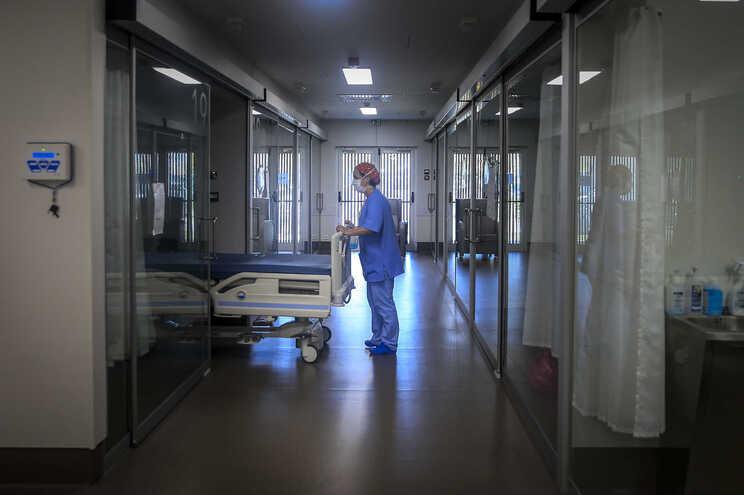 Casos aumentam em dia com cinco mortes
