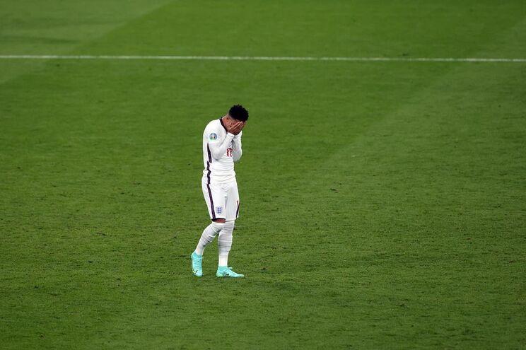 Sancho falhou um dos penáltis que ditou a derrota da Inglaterra na final do Euro