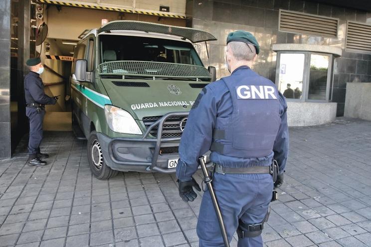 Os dois homens foram detidos pela GNR