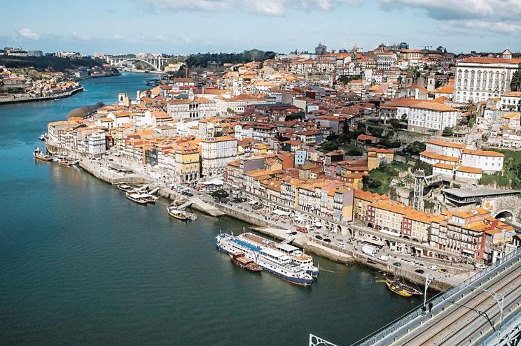 Estuário do Douro estende-se por 22 quilómetros até à barragem de Crestuma-Lever, entre Gaia e Gondomar