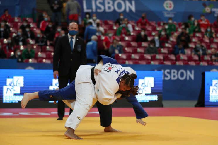 Antes da meia-final, Rochele Nunes venceu a alemã Renee Lucht e a bósnia Larisa Ceric