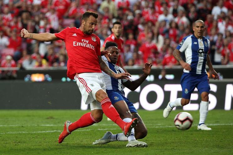 Futebol português é o quarto mais gastador em intermediários