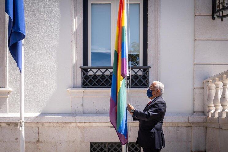 Celebra-se hoje (17 de maio) o Dia Internacional Contra a Homofobia, Bifobia e Transfobia