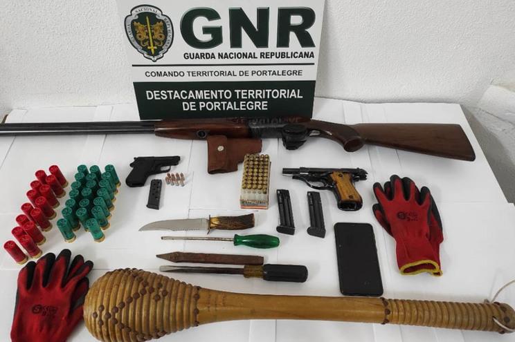 Homem detido por posse de armas em Nisa
