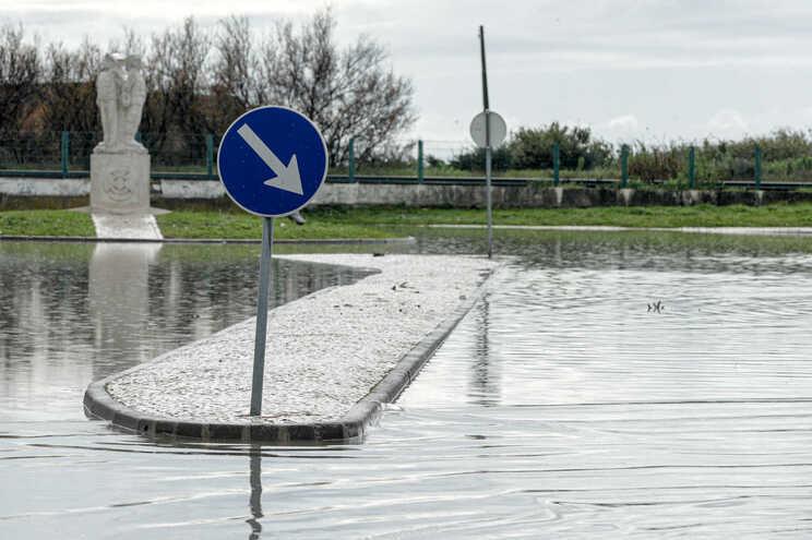 Seis distritos do continente sob aviso amarelo devido à chuva e trovoada