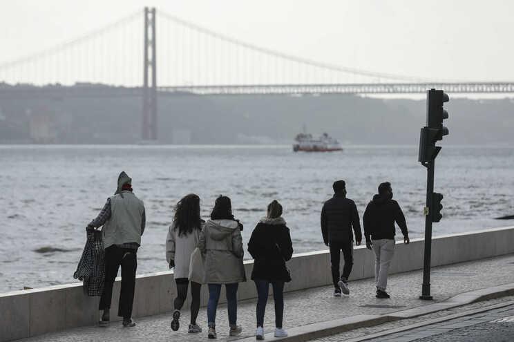 Portugueses saem mais à rua neste confinamento do que em março