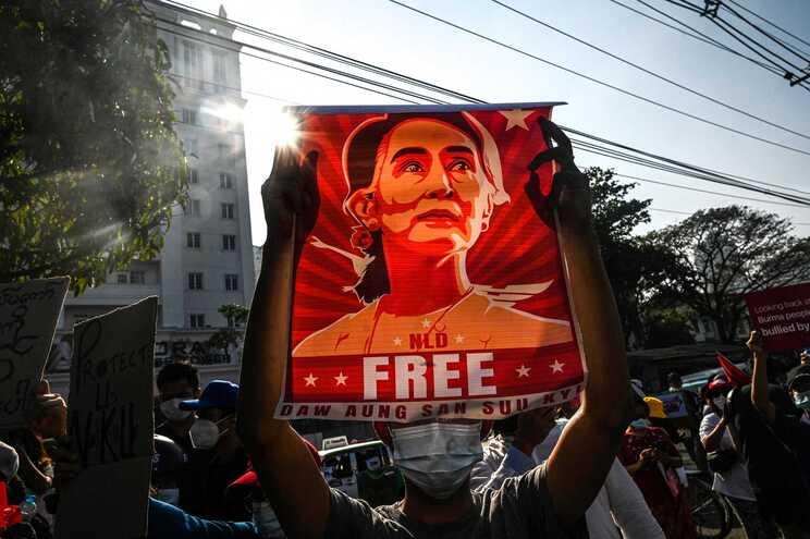 Myanmar acusa ex-líder Aung San Suu Kyi de aceitar subornos