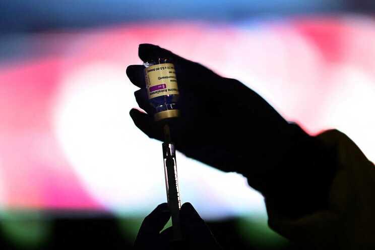 A Interpol emitiu esta quarta-feira um alerta para a compra online de vacinas falsas contra a covid-19