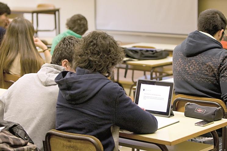Inscritos em estabelecimentos de ensino situados em Portugal podem votar antes