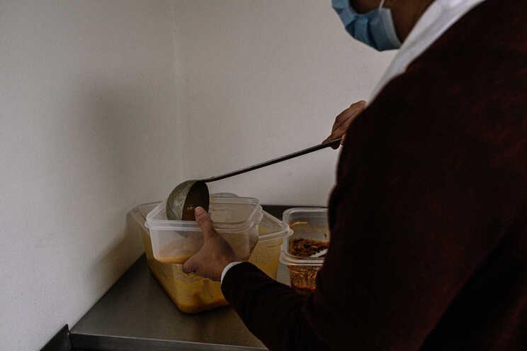 Entrega das refeições está a ser assegurada pela Câmara Municipal