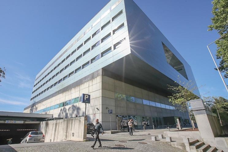 CUF Porto tem 20 camas para covid, mas número vai subir para 30