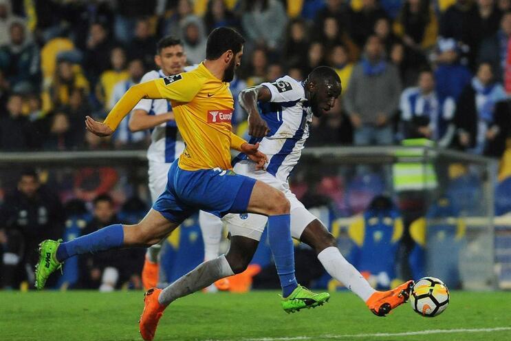 F. C. Porto venceu o Estoril por 3-1