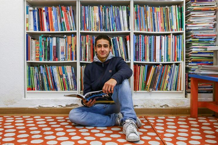 Manuel Moutinho tem 17 anos e prefere ler sem a pressão e obrigatoriedade associadas aos trabalhos escolares.