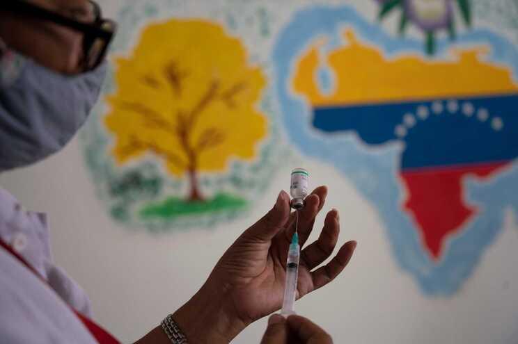 Venezuela disponível para trocar petróleo por vacinas