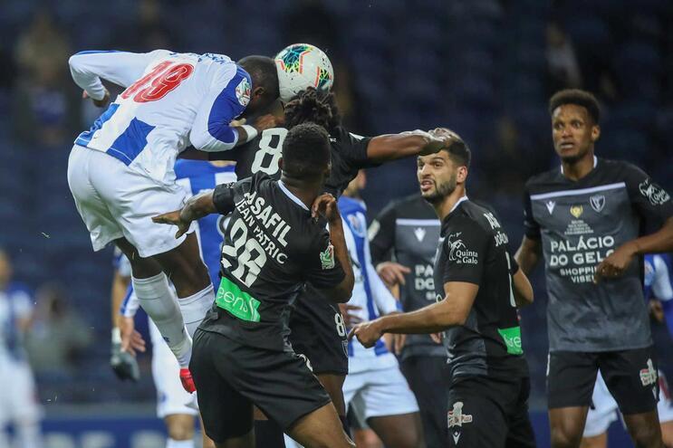 Jogadores do Ac. Viseu num jogo frente ao F.C. Porto