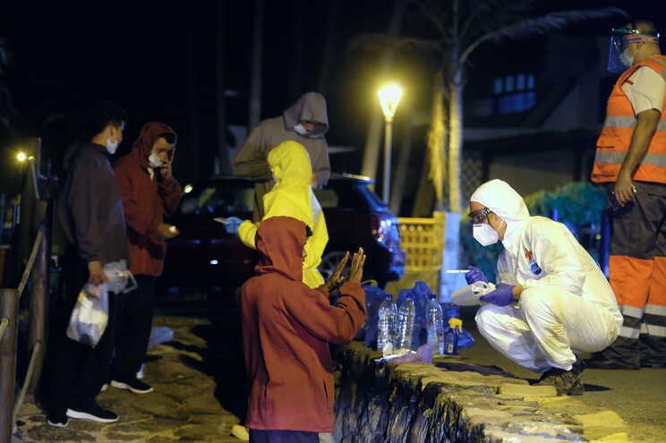 A 9 de outubro, 700 migrantes chegaram a Tenerife, Grã-Canária, Lanzarote e Fuerteventura em 22 embarcações