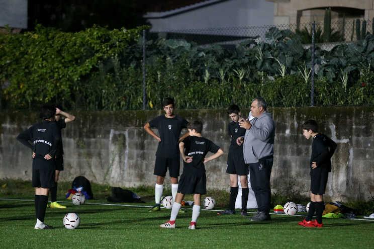 Escalaões de formação, no futebol e noutras modalidades, obrigados a fazer testes rápidos no dia da competição