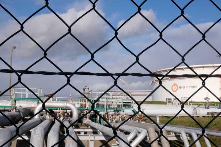 Fábricas de óleos, aromáticos e lubrificantes também serão desativadas. Trabalhadores ainda sem resposta.