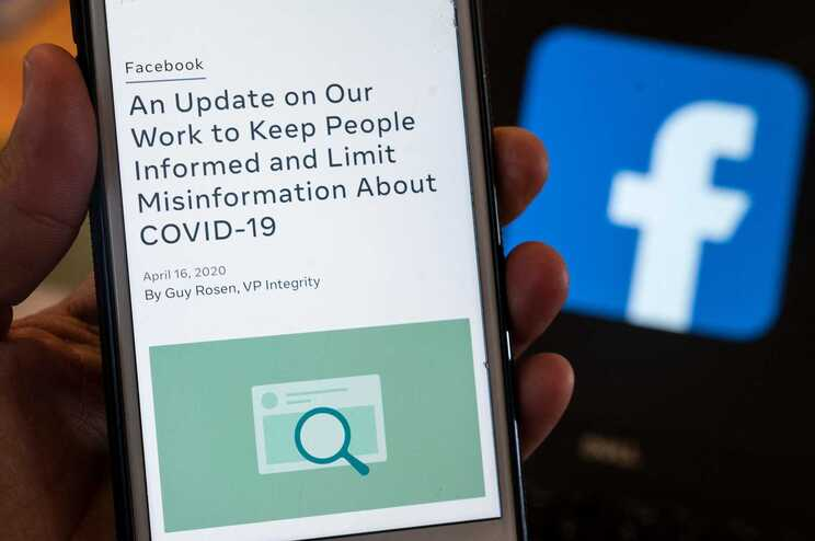 """Só no Facebook, a """"dúzia da desinformação"""" é responsável por 73% de todo o conteúdo antivacinas"""
