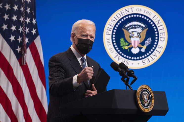 Biden diz que EUA estarão próximos de imunidade de grupo até ao verão