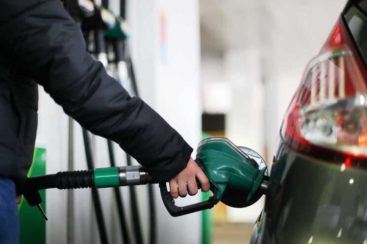 Em apenas um ano, os combustíveis subiram 20%