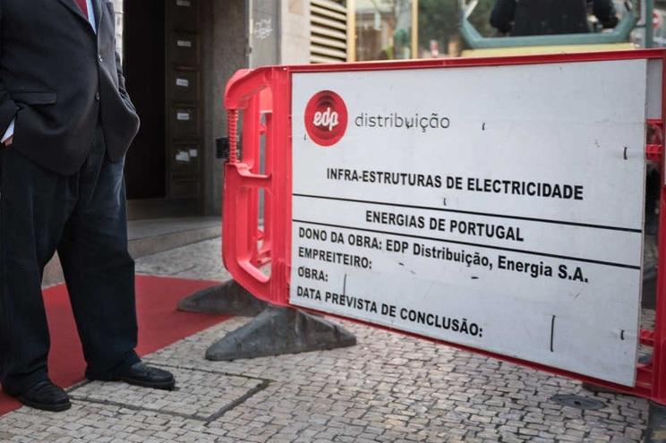 Governo entende que forçar a E-Redes a pagar taxas de ocupação do solo levaria a empresa a penalizar