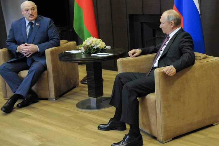 O presidente russo, Vladimir Putin, recebeu Alexander Lukashenko