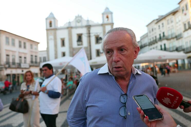 """""""Voto útil é inútil nas atuais circunstâncias"""", diz Santana Lopes"""